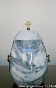 Granitowa urna do kreamcji w zakładzie pogrzebowym warszawa