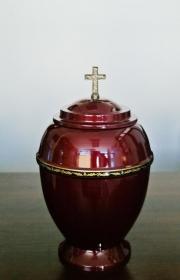 czerwona plastikowa urna pogrzebowa na kremacje w warszawie